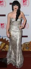 Carly Rae Jepsen, con un vestido barroco en plata | Foto: Getty Images